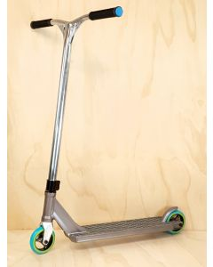 Custom Scooter - DISTRICT/STRIKER - TITANIUM / SILVER